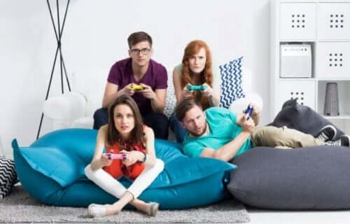 video oyunlar oynayan aile