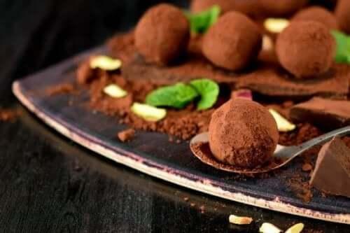 Ev Yapımı Lezzetli Çikolatalı Trüf Tarifi