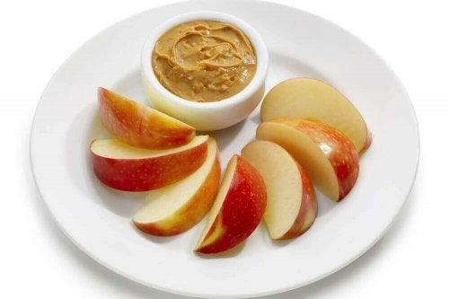 fıstık ezmeli elma