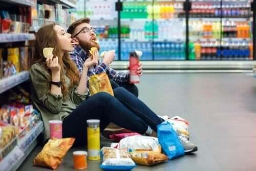 açken alışverişe çıkan çift