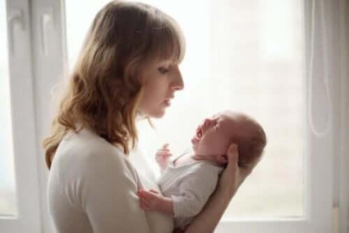 Sürekli Ağlayan Bir Bebek Nasıl Sakinleştirilir