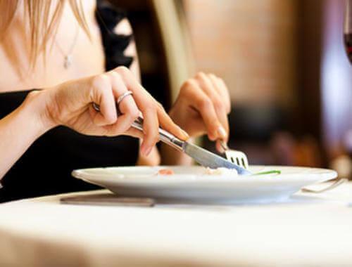 çatal bıçakla yemek yemek
