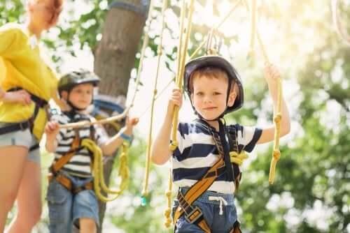 çocuklar için açık hava eğlence parkurları
