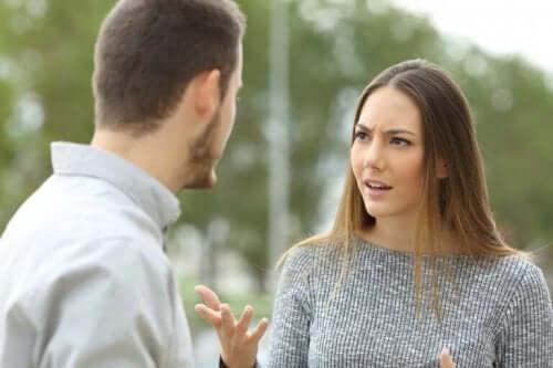 tartışan kadın ve erkek