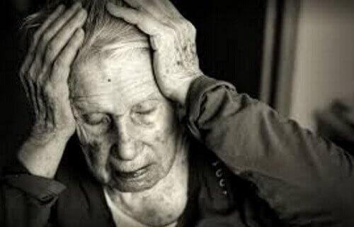 Yaşlı adam alzheimers