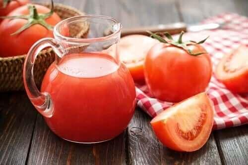 demir anemisini iyileştirmek domates suyu