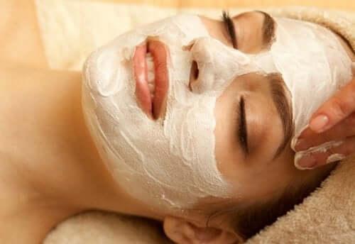 maske yüz kadın