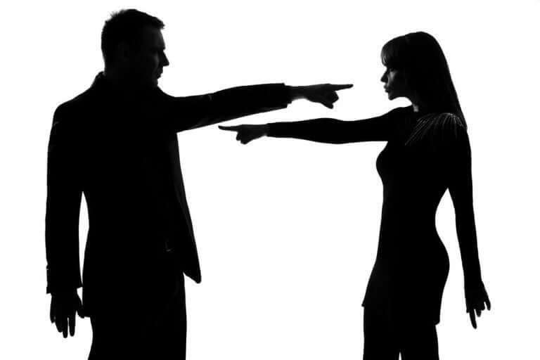 birbirini suçlayan çift