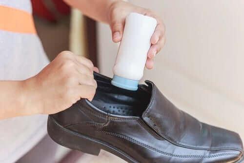 talk pudrası deri ayakkabı içi