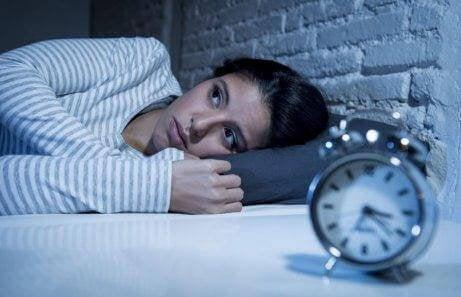 uyku sorunu yaşayan kız