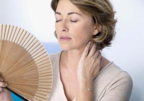 yelpaze kadın ateş basması menopoza uyum sağlamak