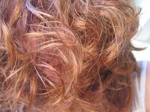 yıpranmış boyalı ve dalgalı saç