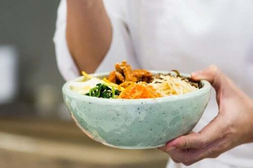 Lezzetli Bir Kore Yemeği: Bibimbap Nasıl Yapılır?
