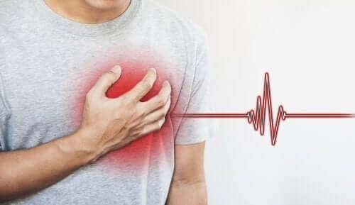 elektrokardiyogram çektiren kalp hastası