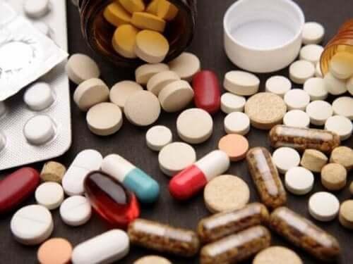 çeşitli haplar ilaç