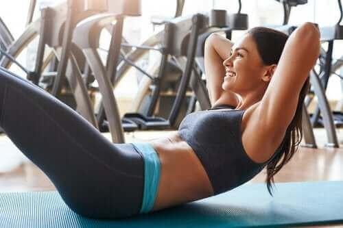Sırtınızı İncitmeden Yapabileceğiniz Karın Egzersizleri