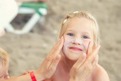 Yaz Mevsiminde Çocuklar İçin Cilt Bakımı ve Önemi