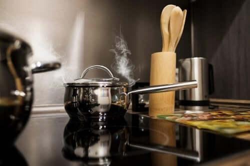 mutfak ocak uzun saplı küçük tencere