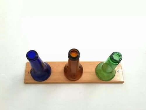 cam şişelerden yapılmış askı