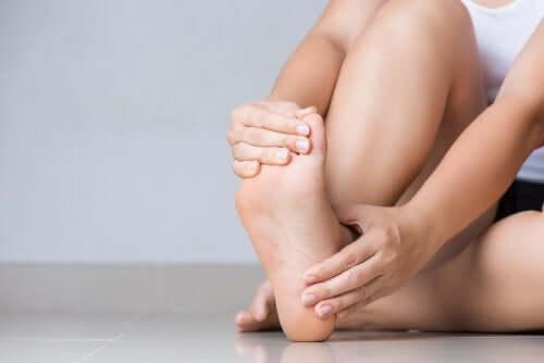 Şişmiş Ayak ve Ayak Bilekleri İçin Beş Tedavi