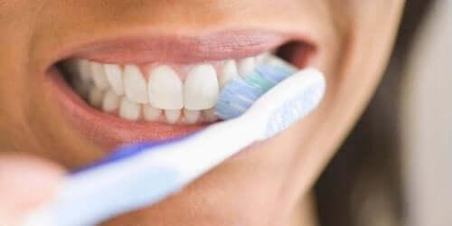 kadın diş fırçası diş