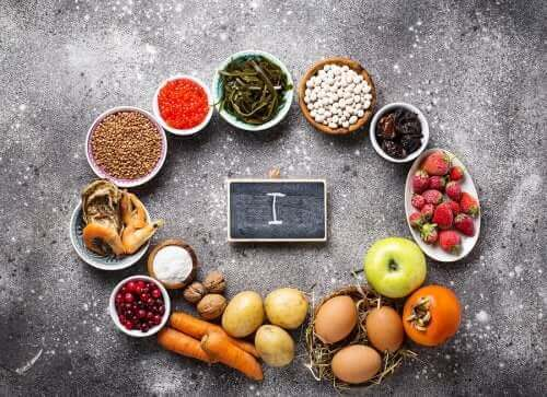 İyot bakımından zengin olan gıdaları gösteren bir fotoğraf.