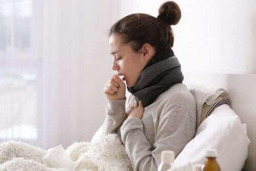 öksüren kadın ve ilaçsız soğuk algınlığı tedavisi