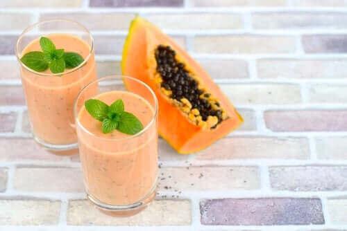 Papaya ve kefirli moothie