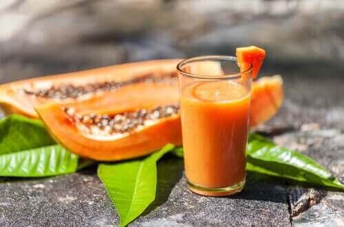 Papaya ve yulaflı smoothie