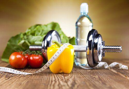 Ağırlık aleti ve sağlıklı sebzeler