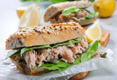 ton balıklı lezzetli sandviç