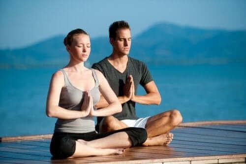 Sevgilinizle Yoga Yapmanın Faydaları