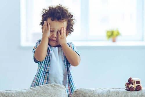 ağlayan erkek çocuğu