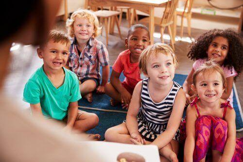 küçük çocuklar sınıf