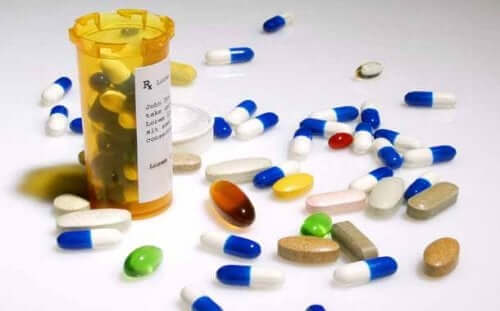 ilaç kutusundan taşmış haplar