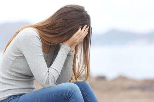 Depresyonda olan bir kadın.