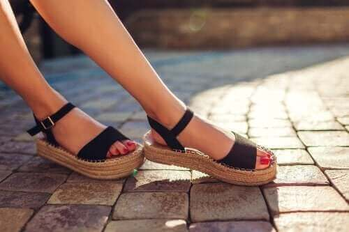 Sandaletlerinizdeki Kötü Kokudan Kurtulmak