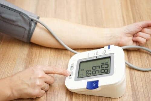 Yüksek tansiyon tanısı almak için kan basıncı değerleriniz , devamlı ve uzun süreli yüksek olmalıdır.