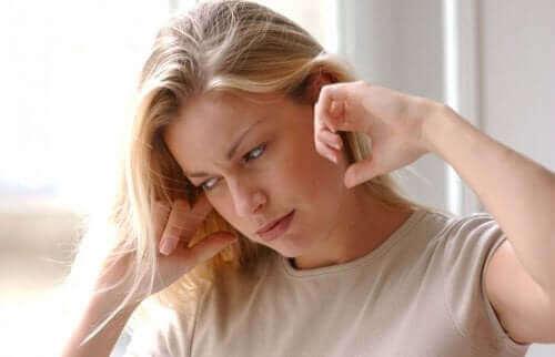 Özel manevralarda 30 saniye kalarak kulak içi parçacıkları etkisiz hale getirmek mümkün.