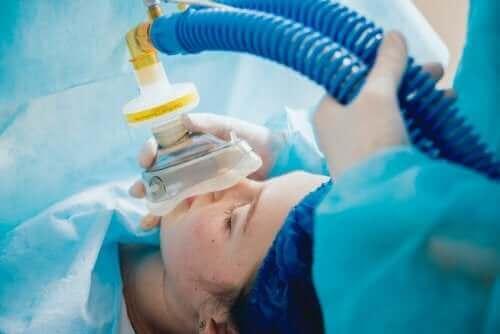 Genel anestezi verilen bir hasta.