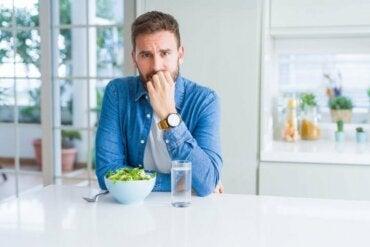Karantina Sırasında Nasıl Daha Az Yemek Yersiniz