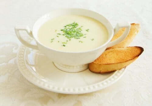 kremalı kuşkonmaz çorbası