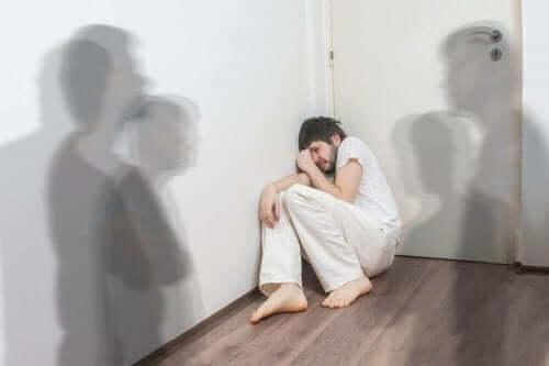 oda korkmuş adam gölge şizofreni