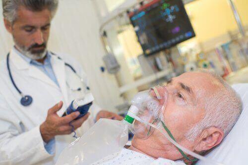 Oksijen verilen bir hasta.