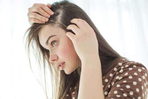 Saç Beyazlaması: Neden Olur?