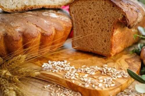 tam tahıllı ekmek