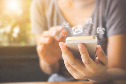 telefon el kadın uygulama ikonları cep telefonundan uzak durmak