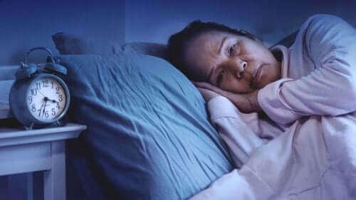 uykusuzluk çeken kadın
