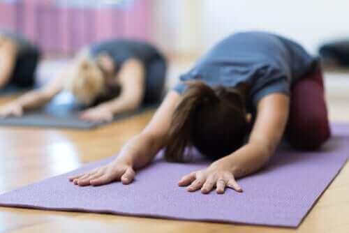 yoga yapan insanlar
