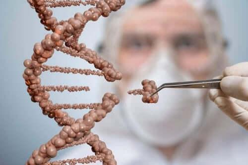 Bir DNA sarmalı üzerinde çalışan bir cerrah.